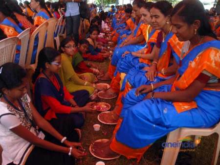 students-perform-pada-pooja-to-parents-HSSF